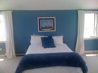 Cozy Beach house 3 back from private Minot Beach, Scituate