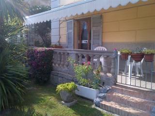 Bilocale con terrazza ingresso indipendente, La Spezia