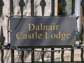 Dalnair Castle 5 Star with HUGE PRIVATE hot tub, Drymen