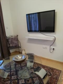 42' LCD TV with Satellite and Digital TV. Wifi included. Speakers for ipod connection.