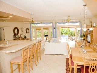 Beach house for 10 and 2 blocks to beach and fun!, Lauderdale by the Sea