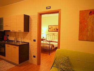 Sarnico Apartment Sleeps 6 with Air Con and WiFi - 5229311