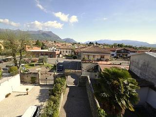 San Felice del Benaco Villa Sleeps 6 with Pool Air Con and WiFi - 5229313