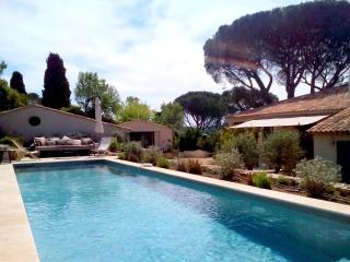 Authentic Saint Tropez 4 bedroom Villa, 8 sleeps