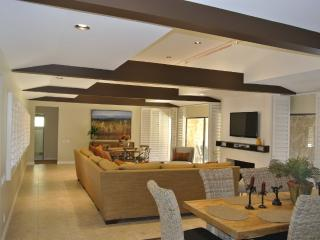 The Best Location, 3500 Sq Ft Beautiful Home, Palm Springs