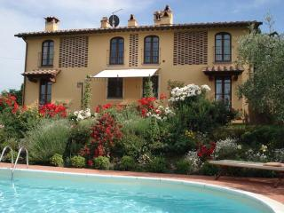 This private villa with pool near Florence is perfect for 10 people with 5 bedro