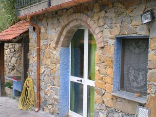 Appartement dans la campagne à 15 km de la mer, Pontedassio