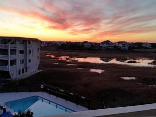 Condo W/ King-Size Bed Overlooking Freeman Park, Carolina Beach