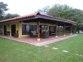 Casa de Playa en Residencial Tangomar, Paquera