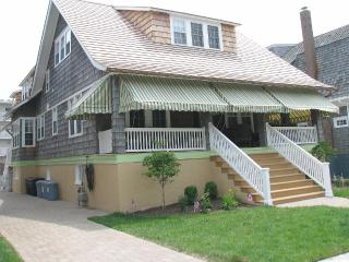 400 feet to beach - 9 bedrooms, 6 baths, Cape May