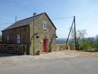 THE OLD CHAPEL, WiFi, romantic en-suite bedroom, woodburning stove, enclosed patio, in Chrich, Ref 924332