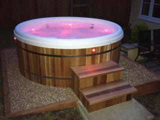 THE RETREAT Hot Tub,short breaks, breakfast basket, Lyme Regis