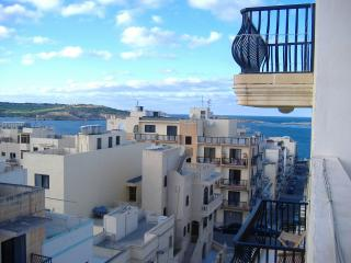 Seaview Penthouse with A/C in Bugibba & free taxi