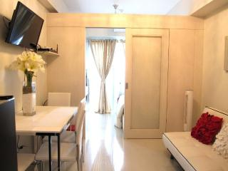Clean Condo across Mall of Asia, Manila
