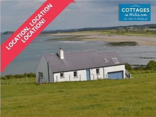 Brynaren Bungalow right on Pontllyfni Beach!, Caernarfon