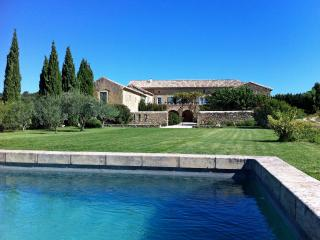 Mas de Soie, 5 Bedroom Provence Mas, with Pool. Between Uzès and Avignon