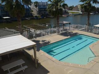Perfect Family Getaway-Walk to Schlitterbahn, Close to Beach, Boat-slip and Elevator CCOA12, Corpus Christi