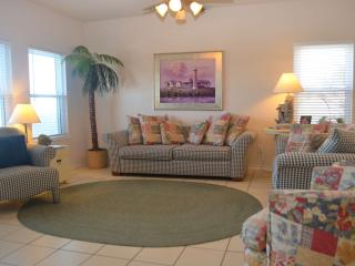 COMPASS CONDO A01 Waterfront first floor condo with boat slip, walk to Schlitterbahn, close to beach, Corpus Christi