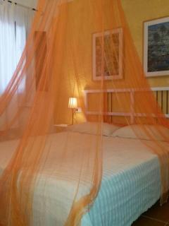 Camera matrimoniale con zanzariera