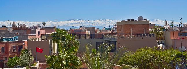 Vue depuis la terrasse sur l'Atlas enneigé