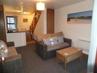 LOVELY MODERN LOUNGE AREA --  comfortable new sofas,   LCD tv,   dvd  and freeview.