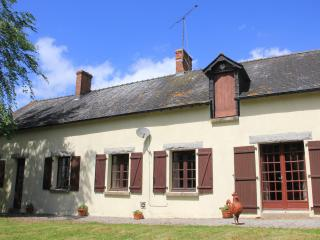 Farmhouse in Pays de Loire with pool and lake, La Selle-Craonnaise