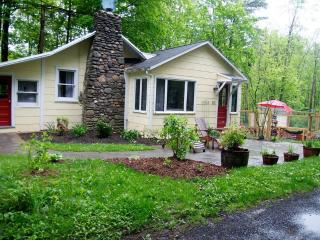 Cozy Woodstock Cottage - Walk To Town & Millstream