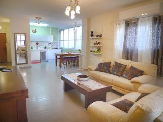 Nice 3 bedroom apartment close to beach, Bat Yam