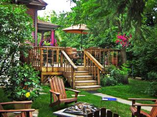 Homey 2Br Apt w/ Deck & Playground on Light Rail