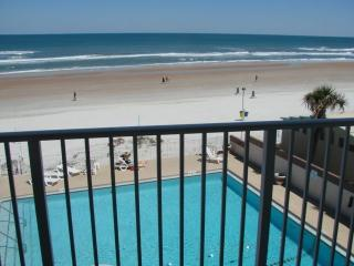 Direct Oceanfront Updated Studio, Daytona Beach