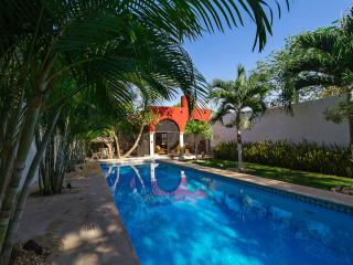 A tropical, breeze-filled downtown Mérida retreat., Merida