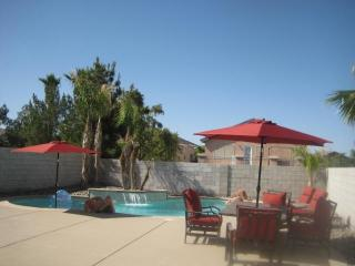 Great Deal! Huge Pool and Wifi, Las Vegas