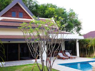 3BR Private pool & Big garden-Champagne, Rawai