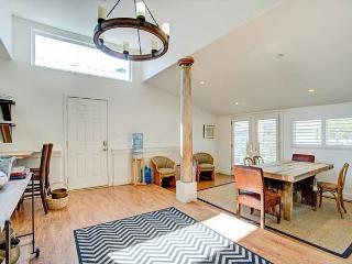 Peaceful 3BR Cottage in Petaluma + 2 BR Bunk House