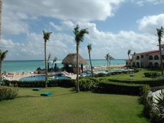 Oceanfront with pool 2 bedroom in Xaman Ha (XH7006), Playa del Carmen