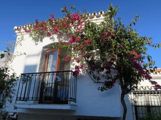 Holiday townhouse with garden and shared pool