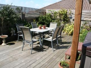 Shoreham Family Modern Beach House Sleeps 8 Easily