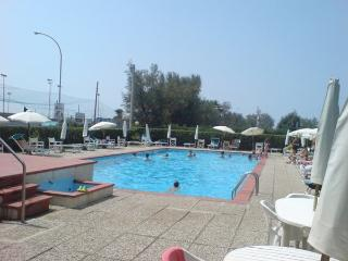 Holiday apartment near sea side with pool, Marina di Massa