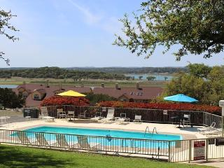Available This Weekend!! Canyon Lake Condo!