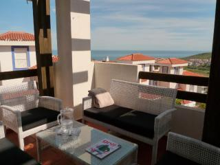 Duquesa holiday apartment seaview shared pool, G, Puerto de la Duquesa