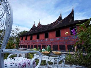 Rumah Gadang Nantigo Homestay, Bukittinggi