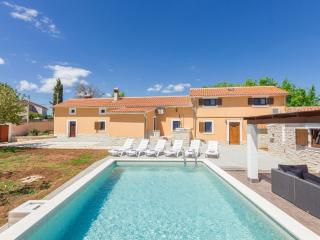 Villa in heart of Istria -last minute september, Zminj