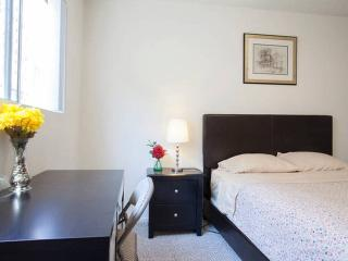 Shared Private Bed & Bath in HOLLYWOOD, Los Angeles