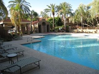 Scottsdale fully furnished  perfect location   1 Bed with 1 car Garage