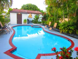 Pool House Close to the Beach, Hollywood