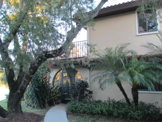 HACIENDA VILLAGE TOWNHOUSE VUE SUR LE LAC, Bonita Springs