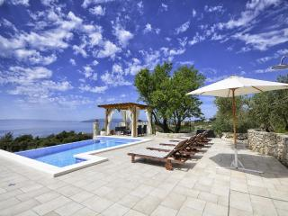 Holiday home with pool in Makarska, two berdrooms