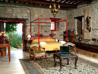 Exclusive Suite in Umbria  in private villa, Gubbio