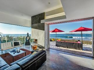 Designer Oceanfront Home in Ventura–Pool, Hot Tub