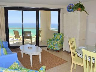 Book NOW! Affordable, beachfront condo~Prime location~Perfect for couples!, Miramar Beach